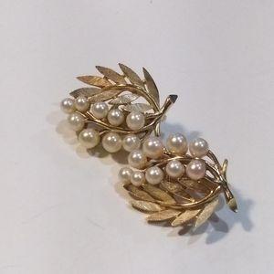 Trifari Vintage Faux Pearls Earrings.